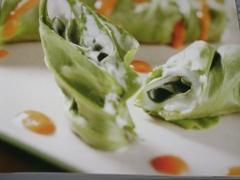 Ricetta involtini di lattuga al caprino in salsa di pomodoro fresco