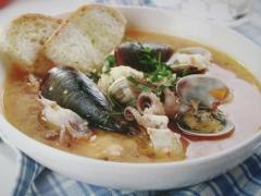 Zuppa di pesce, moluschi e scampi