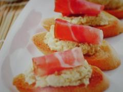 Ricetta della baguette con crema di carciofi e speck
