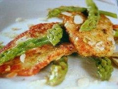 ricetta-facile-e-veloce-filetti-di-trota-con-panatura-alle-mandorle-e-asparagi