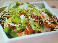 ricetta-facile-e-veloce-insalata-con-germogli-di-soia