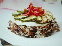 ricetta-facile-e-veloce-insalata-di-riso-nero-con-mozzarella-e-zucchine