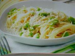 ricetta-facile-e-veloce-spaghetti-con-fave-cacio-e-pepe