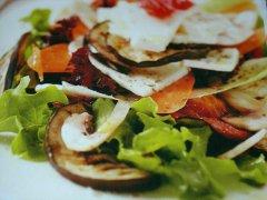 ricetta-facile-e-veloce-insalata-di-melanzane-funghi-e-mozzarella