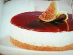 ricetta-facile-e-veloce-cheese-cake-di-fichi-in-gelatina-di-uva-fragola