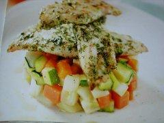 ricetta-facile-e-veloce-branzino-alle-erbe-con-caponata-di-verdure