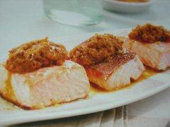 ricetta-facile-e-veloce-salmone-con-radicchio-scalogno-e-zafferano