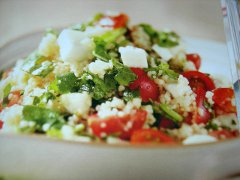 ricetta-facile-e-veloce-cous-cous-con-rucola-ciliegini-e-mozzarella