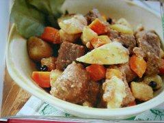 ricetta-facile-e-veloce-spezzatino-di-manzo-e-patate-al-barolo
