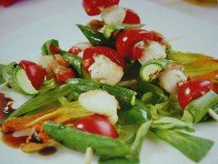 ricetta-facile-e-veloce-spiedino-di-capesante-zucchine-e-pomodori