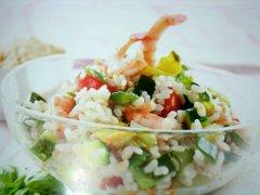 ricetta-facile-e-veloce-insalata-di-cereali-con-gamberi-e-zucchine