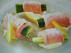 ricetta-facile-e-veloce-rotolini-di-salmone-e-zucchine