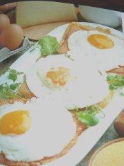 ricetta-facile-e-veloce-formaggio-dorato-con-uova-allocchio