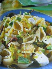ricetta-facile-e-veloce-conchigliette-con-avocado-e-mozzarella