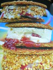 ricetta-facile-e-veloce-sandwich-di-gelato-alle-fragole
