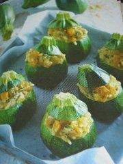 ricetta-facile-e-veloce-zucchine-ripiene-di-riso