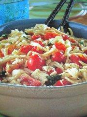 ricetta-facile-e-veloce-trofie-con-pomodorini-e-provolone