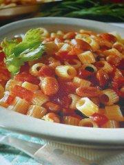 ricetta-facile-e-veloce-Ditalini-piccanti-con-fagioli-e-salame