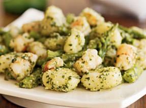 ricetta facile e veloce gnocchi asparagi e gamberetti