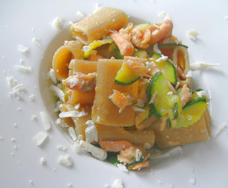 pasta-integrale-salmone-zucchine